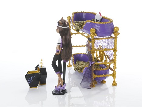 MONSTER HIGH™ CLAWDEEN WOLF™ Doll and Bed Image 12
